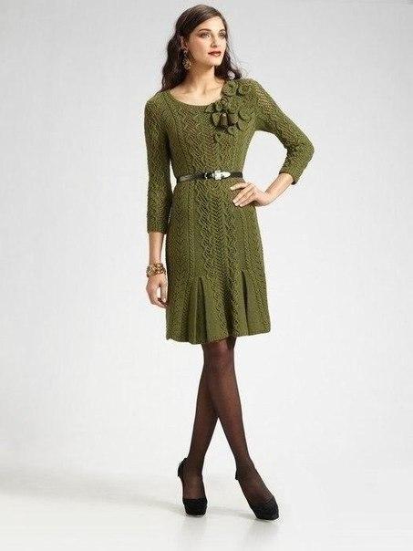 Оливковое платье спицами
