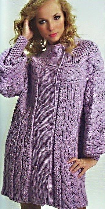 Вязаное пальто с кокеткой