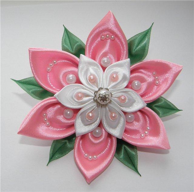 Цветочек в технике канзаши