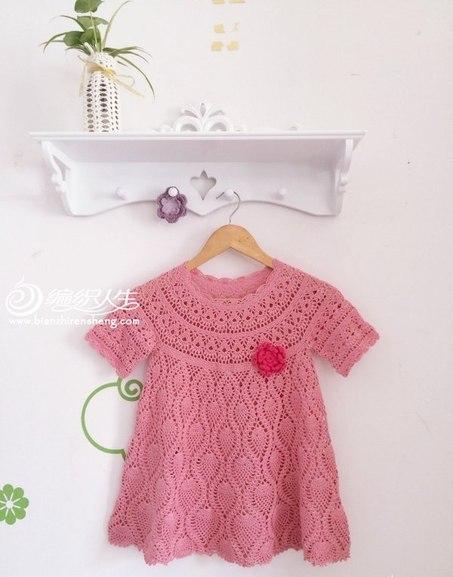 Вязаное крючком детское платье