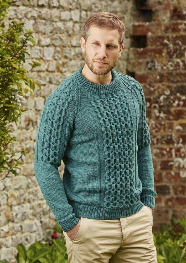 Мужской свитер спицами с объемной косой